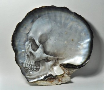 hand-carved-skulls-into-mother-of-pearl-shells-by-gregory-raymond-halili-4